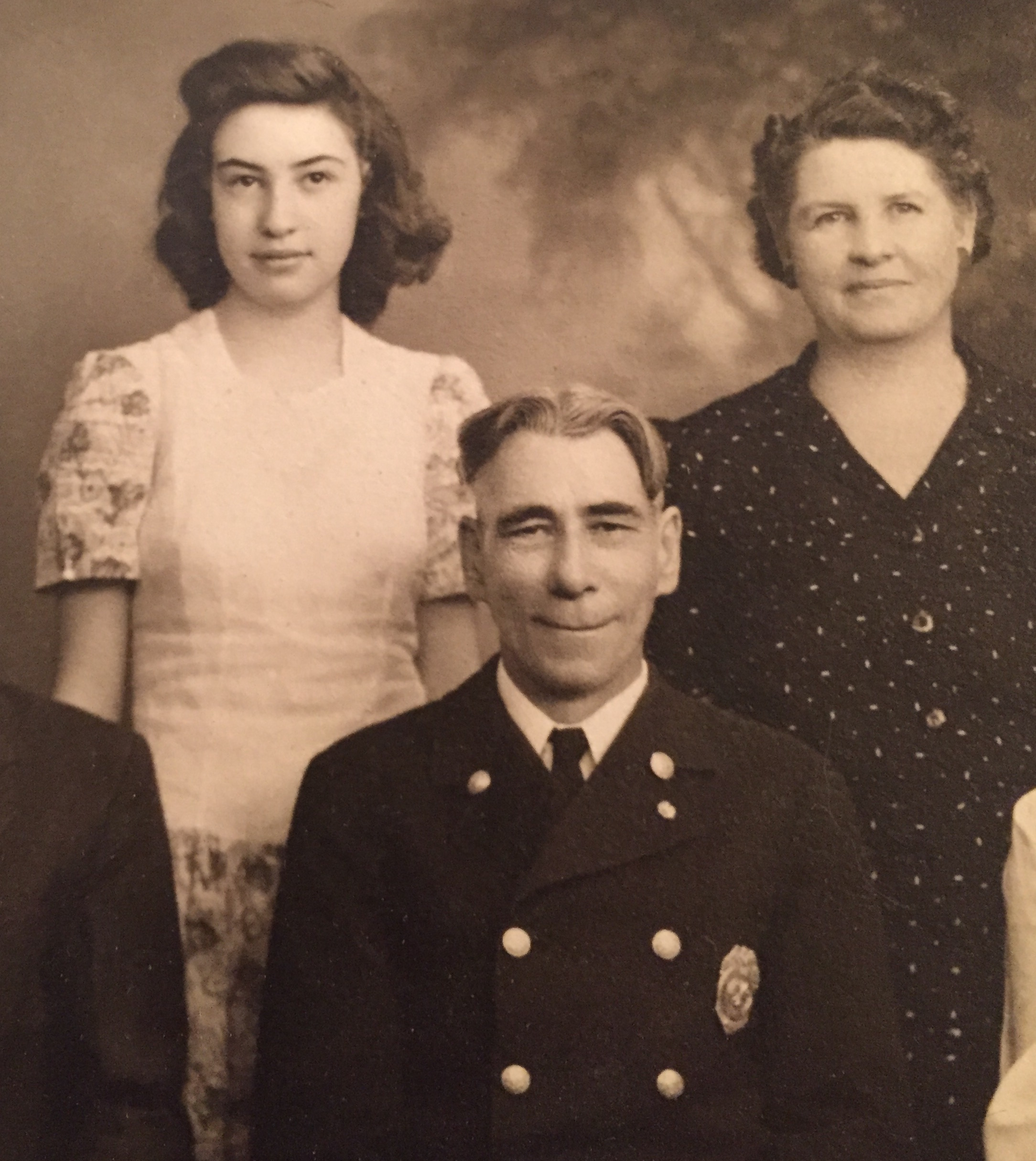 Florence at about age 16, with parents Clyde and May Rose Campbell.